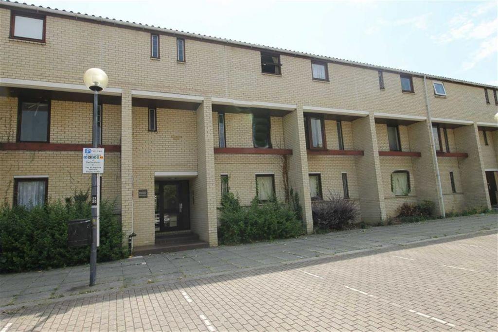 North Row, Central Milton Keynes, Milton Keynes, MK9
