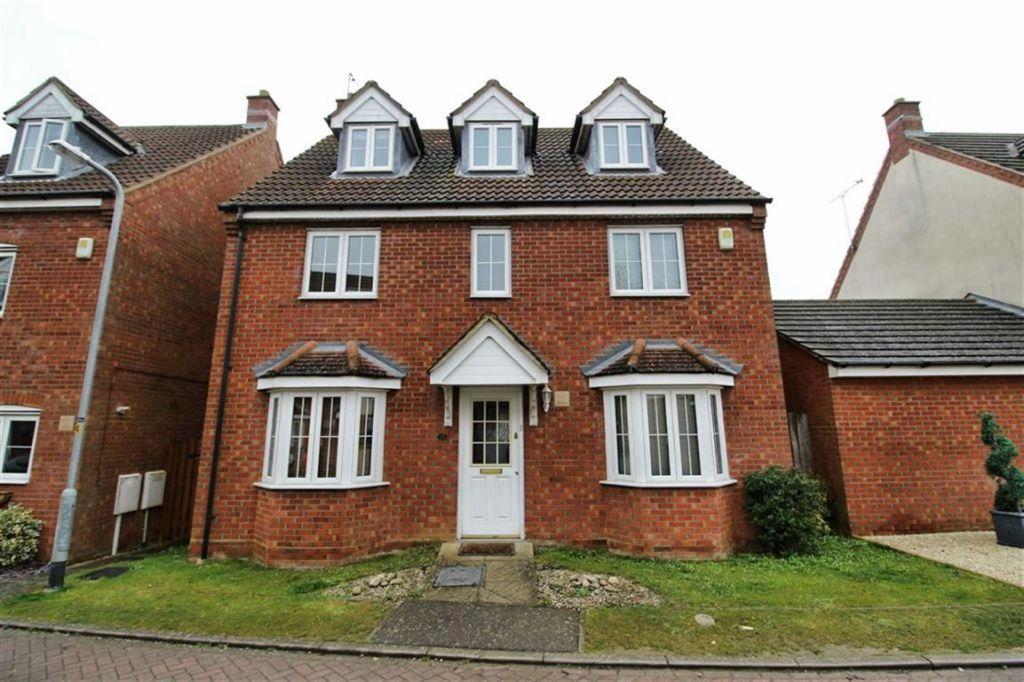 Foxholes Close, Deanshanger, Northamptonshire, MK19