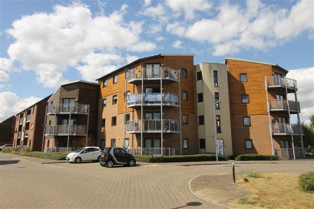 Butterley Gate, Broughton, Milton Keynes, MK10
